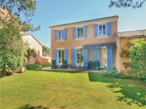 Holiday Home Pont Royal I : Guest accommodation near Aurons