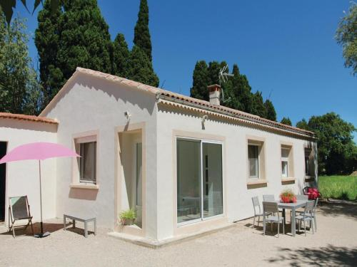 Four-Bedroom Holiday Home in Salon de Provence : Guest accommodation near Salon-de-Provence