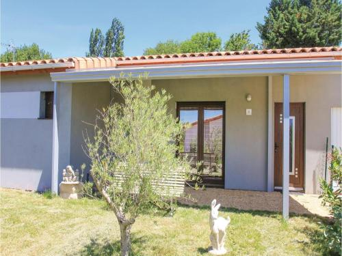 Holiday home Charols 75 with Outdoor Swimmingpool : Guest accommodation near Souspierre
