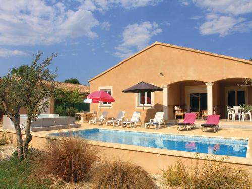 Holiday home St Paul Trois Chateaux UV-988 : Guest accommodation near Saint-Paul-Trois-Châteaux