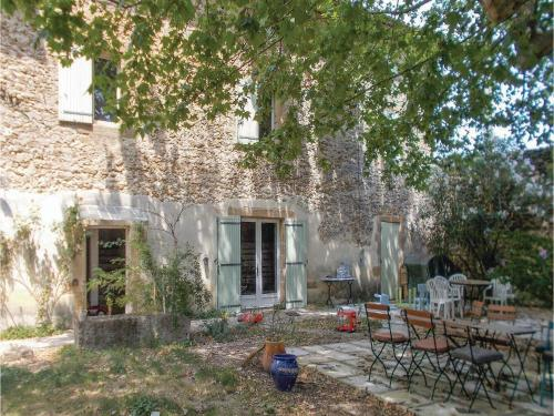 Four-Bedroom Holiday Home in Rochegude : Guest accommodation near Lagarde-Paréol