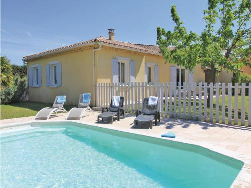 Holiday Home Montelimar II : Guest accommodation near Le Teil