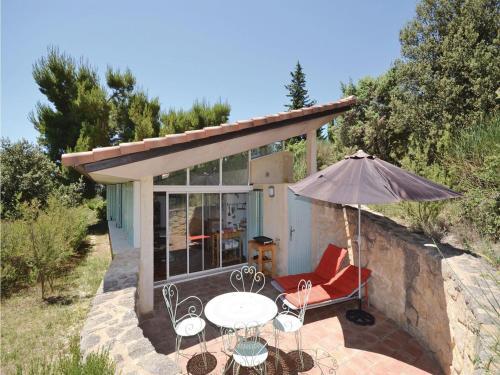 Holiday Home Le Barroux Chemin De La Coste : Guest accommodation near Saint-Hippolyte-le-Graveyron