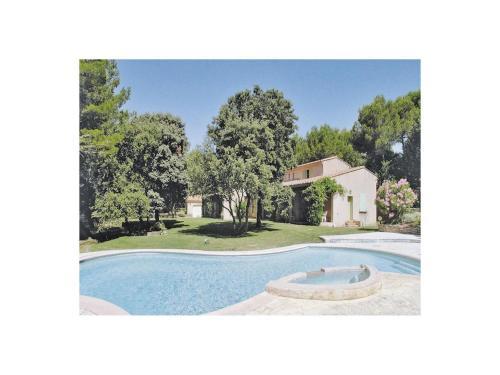 Holiday home Saumane QR-951 : Guest accommodation near Saumane-de-Vaucluse