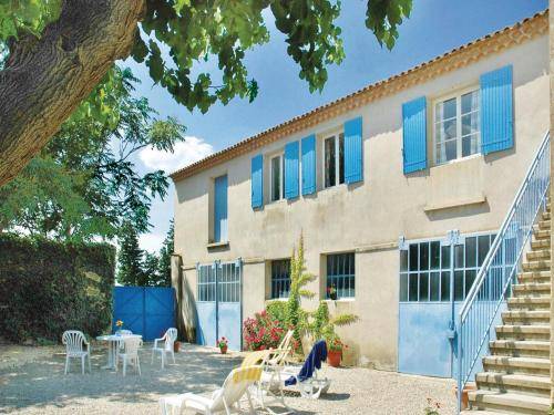 Four-Bedroom Holiday Home in Ste Cecile les Vignes : Guest accommodation near Travaillan