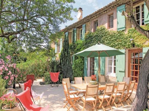 Five-Bedroom Holiday Home in Mondragon : Guest accommodation near Lamotte-du-Rhône