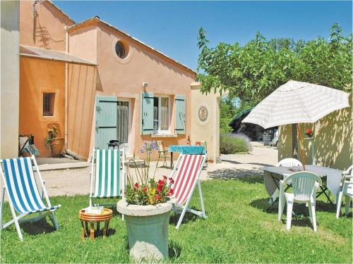 Studio Holiday Home in Caderousse : Guest accommodation near Chusclan