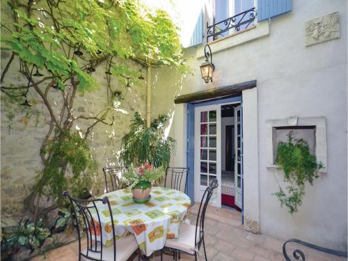 Holiday home Rue Mlle de Seyt de Pievert : Guest accommodation near Caumont-sur-Durance