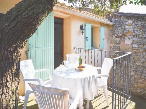 Two-Bedroom Apartment in Le Barroux : Apartment near Le Barroux