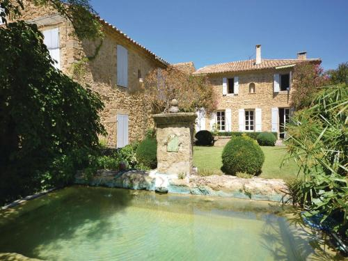 Four-Bedroom Holiday Home in Serignan du Comtat : Guest accommodation near Sérignan-du-Comtat