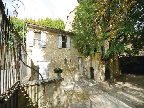 One-Bedroom Apartment in St Didier : Apartment near Saint-Didier