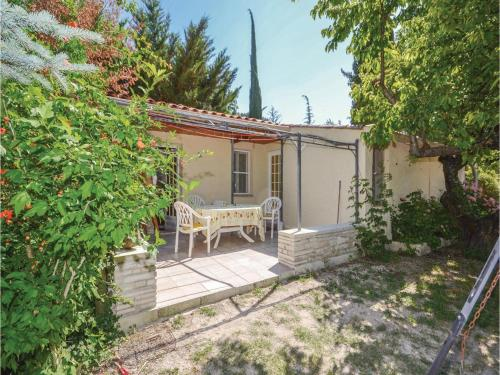Two-Bedroom Holiday Home in Crillon Le Brave : Guest accommodation near Saint-Pierre-de-Vassols