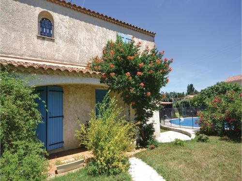 Four-Bedroom Holiday Home in Camaret sur Aigues : Guest accommodation near Camaret-sur-Aigues