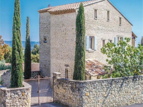 Five-Bedroom Holiday Home in Le Barroux : Guest accommodation near Le Barroux
