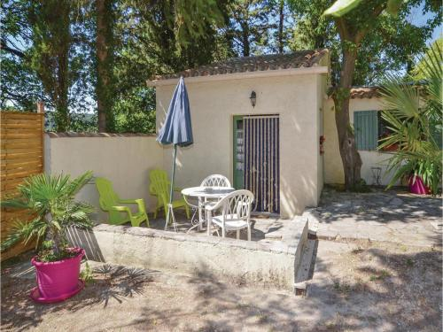 Studio Holiday Home in Crillon le Brave : Guest accommodation near Saint-Pierre-de-Vassols