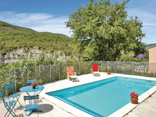 Three-Bedroom Holiday Home in Saint Thome : Guest accommodation near Alba-la-Romaine