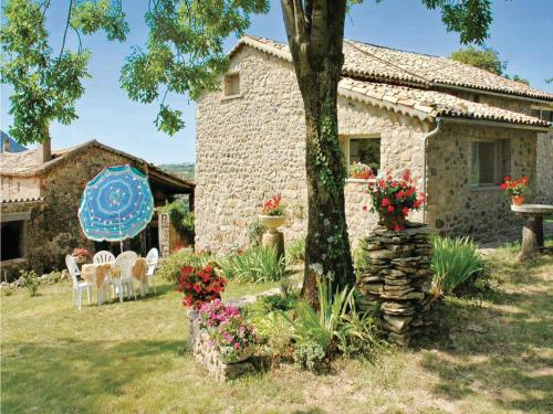 Holiday home St. Etienne de Boulog. *IX * : Guest accommodation near Darbres