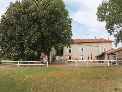 Three-Bedroom Holiday Home in Jassans Riottier : Guest accommodation near Ars-sur-Formans