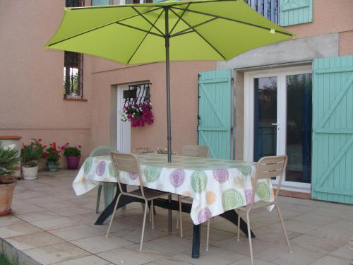 Villa Les Sapins : Bed and Breakfast near Lieurac