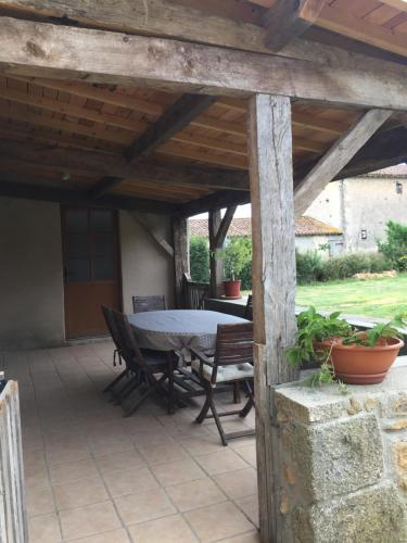 Maison Les Cartes : Guest accommodation near Sainte-Eanne