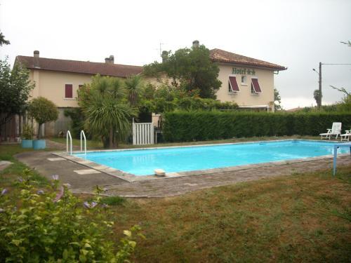Logis Hôtel La crémaillère : Hotel near Pécorade