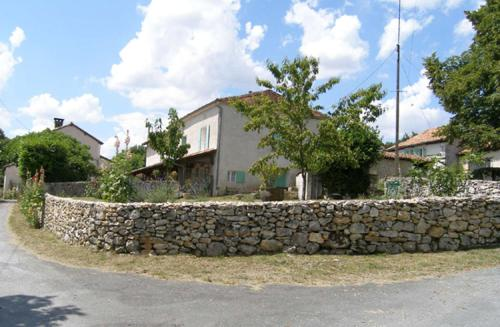 Gite paisible a la Roche : Guest accommodation near Paussac-et-Saint-Vivien