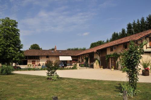 Domaine des Charmilles : Guest accommodation near Reyssouze
