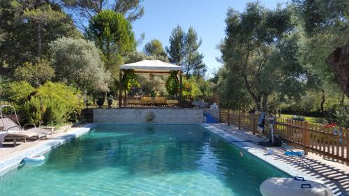 Les Amandiers 2016 : Bed and Breakfast near Bouc-Bel-Air