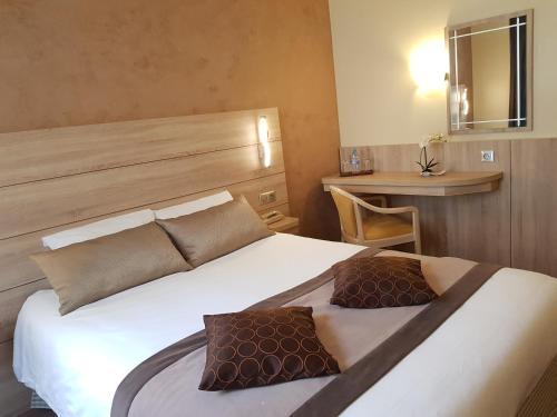Hotel Champerret Elysees : Hotel near Levallois-Perret