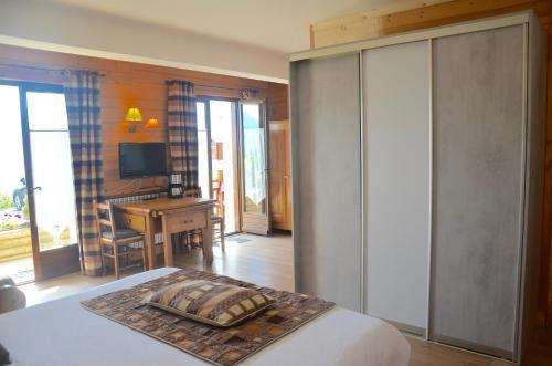 Au Petit Cuchet : Hotel near Combloux