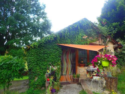 Mas de La Boheme - L'Hermet : Bed and Breakfast near Saint-Léons
