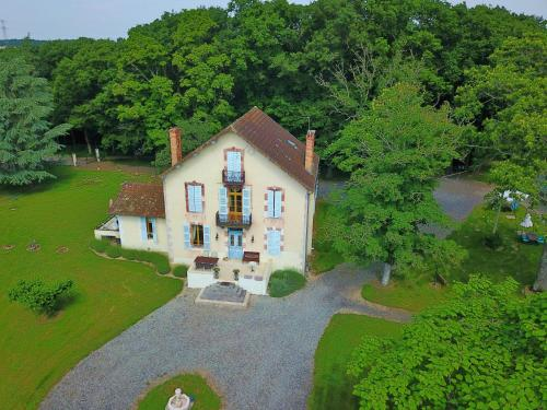 Castel Bois Clair : Bed and Breakfast near Monteignet-sur-l'Andelot