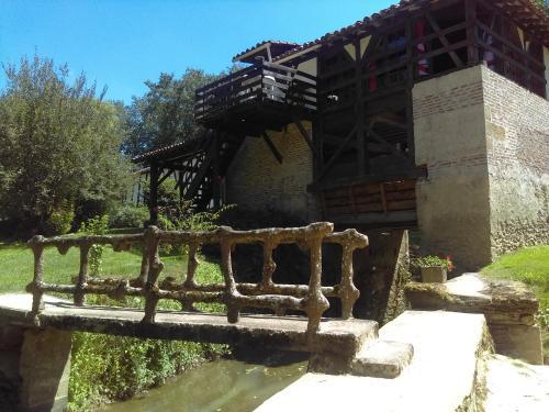 Moulin de Saint Cricq : Guest accommodation near Renung
