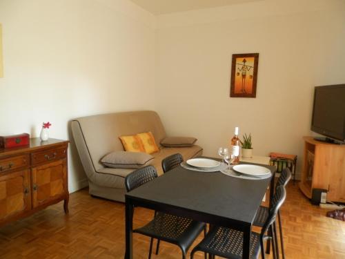 Les Pins . 2 p calme et terrasse : Apartment near Saint-André-de-la-Roche