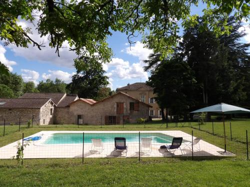 Datcha du Broustet : Guest accommodation near Allons