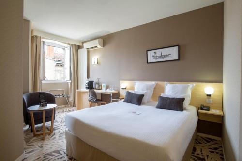 Best Western Grand Hotel Francais : Hotel near Bordeaux