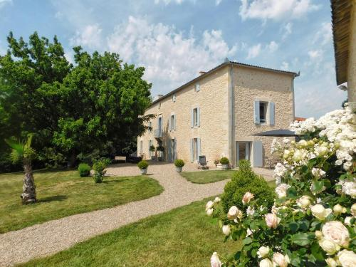 Domaine La Bastide : Bed and Breakfast near Saint-Martin-de-Lerm