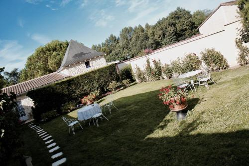 Le Manoir de Marie-Lou : Guest accommodation near Jugazan
