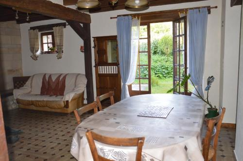 Maison de la Brenne : Guest accommodation near La Chapelle-Orthemale
