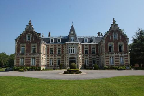 Najeti Hôtel Château Tilques : Hotel near Clarques