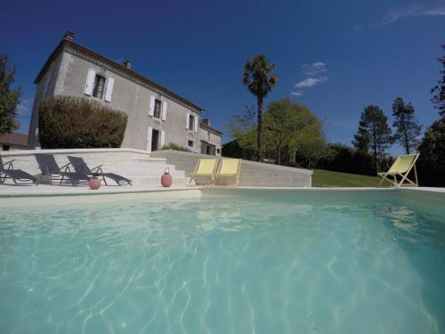 Landhuis Cotinet : Guest accommodation near Chalais