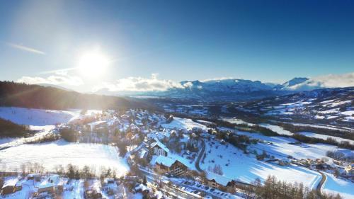 VVF Villages « Les Alpes du Sud » Saint-Léger-les-Mélèzes : Guest accommodation near Saint-Jean-Saint-Nicolas