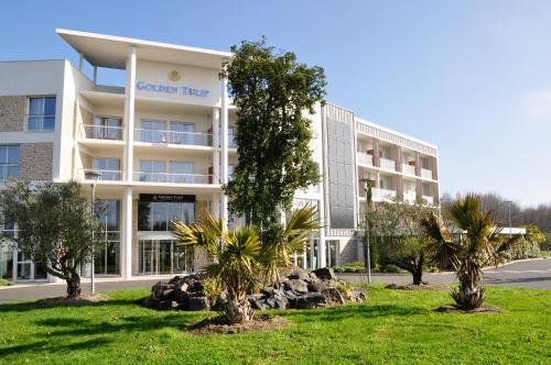 Golden Tulip Nantes Carquefou Suite : Guest accommodation near Sainte-Luce-sur-Loire