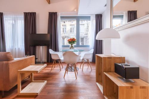 LOFT luxe hyper centre: terrasse/piscine/ salle de sport : Bed and Breakfast near Bordeaux