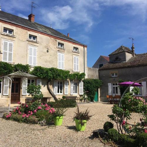 Des Vignes au Pigeonnier : Guest accommodation near Toutenant