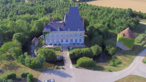 Château de Villiers : Bed and Breakfast near Saint-Germain-du-Corbéis