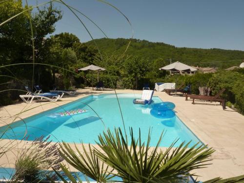Couradou : Guest accommodation near Meyrannes