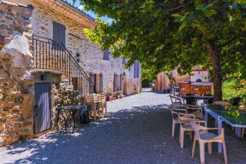 La Magnanerie : Guest accommodation near Peyruis