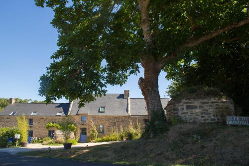 La chambre du Grand Val : Guest accommodation near Saint-Vincent-sur-Oust