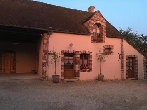 La grange aux Grenouilles : Guest accommodation near Marsangy